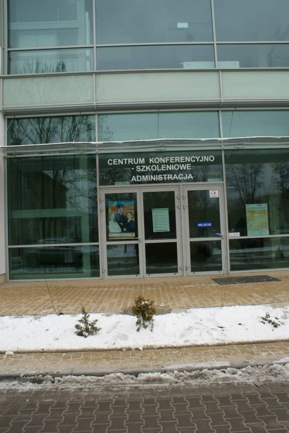 Wejście do budynku konferencji