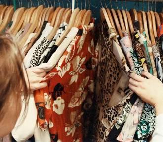Sukienki na studniówkę 2020. Długie, krótkie, tanie, NAJMODNIEJSZE
