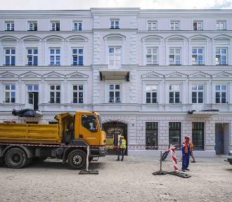Kamienica przy ulicy Sienkiewicza 56 już z nową elewacją