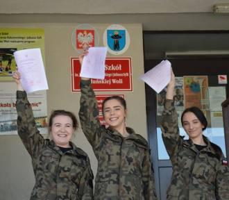 Maturzyści Zespołu Szkół w Karsznicach odebrali świadectwa [zdjęcia]