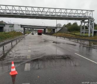 Jastrzębie-Zdrój: uwaga, zalana Droga Główna Południowa. Mamy zdjęcia z interwencji