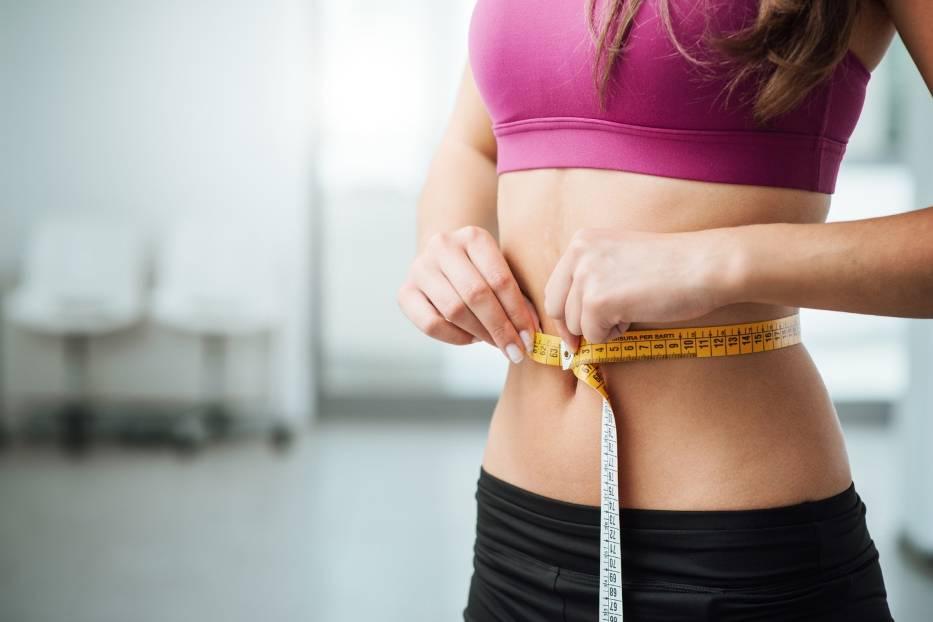 Jak mieć płaski brzuch? Szczupła talia w liczbach – poznaj najważniejsze fakty!