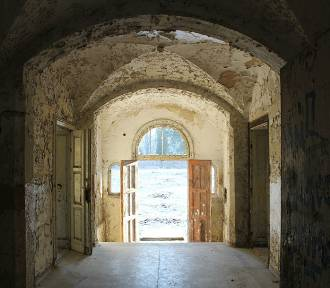 Opuszczony szpital psychiatryczny w Wielkopolsce. Czy tam straszy? [ZOBACZ ZDJĘCIA]