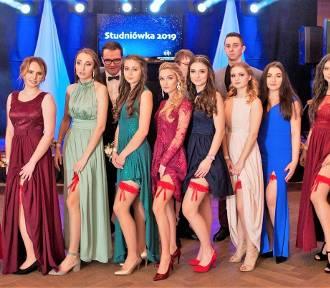 Jastrzębie: Studniówka 2019 ZS nr 2. Klasy technikum pięknie tańczyły poloneza! [ZDJĘCIA WSZYSTKICH