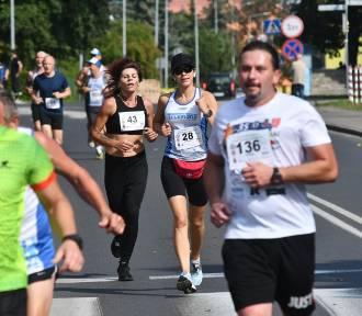 Biegaczki i biegacze opanowali Kostrzyn już po raz 35. Na starcie stanęło 215 osób