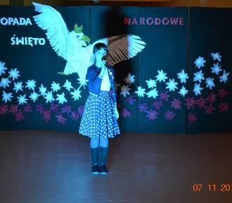 Wieczornica niepodległościowa w SP nr 1 w Żukowie - ZDJĘCIA