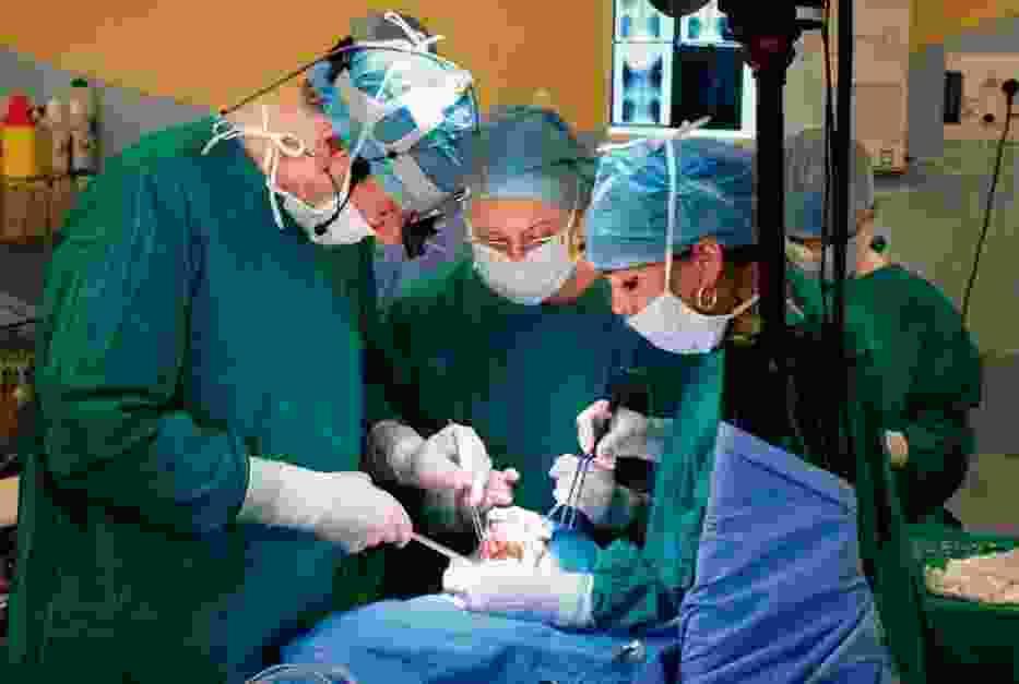Laryngektomii rekonstrukcyjnej nadpierściennej z CHEP dokonał zespoł prof