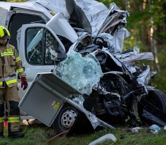 Bus zderzył się z autobusem PKS Zielona Góra. Jedna osoba nie żyje, wielu rannych