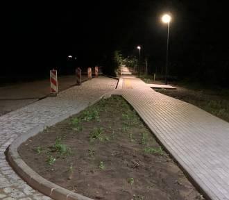Kwasowo - zobaczcie jak prezentuje się nocą droga pieszo - rowerowa ZDJĘCIA