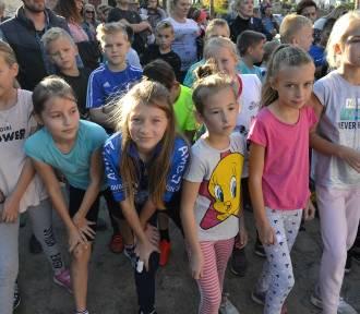 XVIII Biegi Uliczne Wokół Ołtarza Papieskiego w Sierakowicach przy rekordowej frekwencji ZDJĘCIA,
