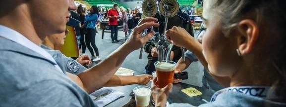 Dziewiąta edycja festiwalu piw rzemieślniczych potrwa trzy dni. Smakosze złotego trunku będą mogli spróbować około 800 różnego rodzaju piw lanych, w tym premier, które zostały specjalnie przygotowane na tegoroczny festiwal.   [b]Gdzie i kiedy?[/b] 25-27 października, godz.16:00 - 00:00 Stadion Miejski Legii Warszawa [b]Bilety:[/b]15 zł - 25 zł