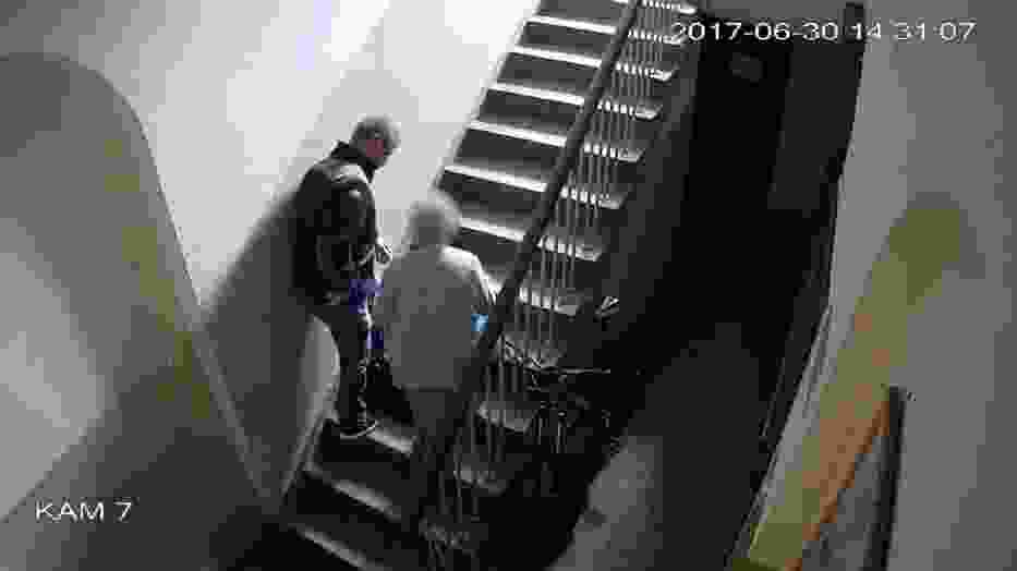 Mężczyzna ukradł torebkę, w której znajdowało się 100 zł, telefon komórkowy, dowód osobisty, legitymacja rencisty, klucze i baterie do aparatu słuchowego