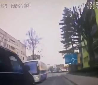 Szaleniec na drodze w Oleśnicy. Było o krok od tragedii. To nagranie mrozi krew!