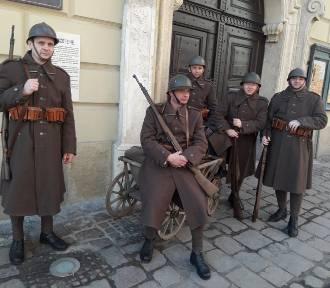 Dziesiątacy z Łowicza na planie nowego serialu TVP [Zdjęcia]