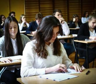 Egzamin gimnazjalny 2018. Co pojawi się na egzaminie? [ARKUSZ, ODPOWIEDZI, PRZECIEKI]