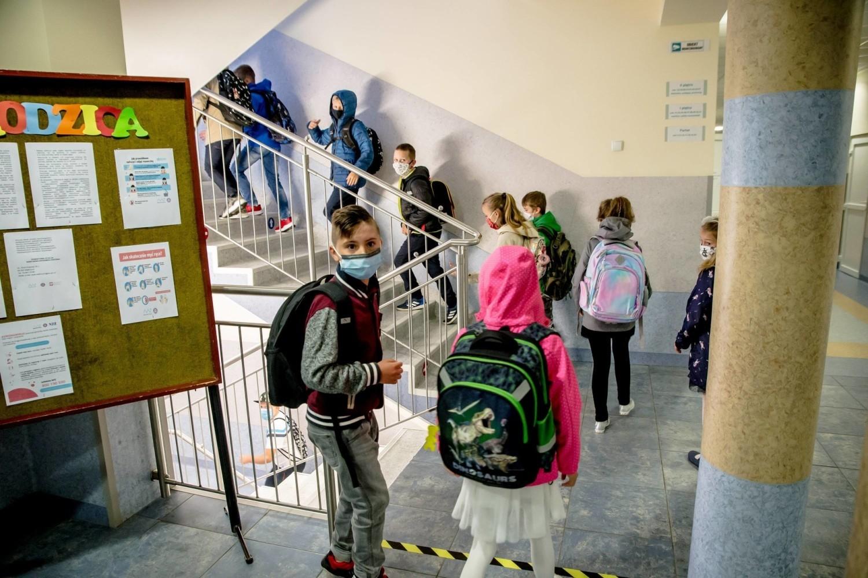 Koronawirus w Wielkopolskich szkołach: W większości szkół nauka przebiega bez problemów