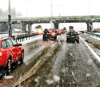 Od rana trudne były warunki na drogach Pomorza [zdjęcia]