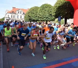 Blisko 400 biegaczy na starcie Biegu Przemysława