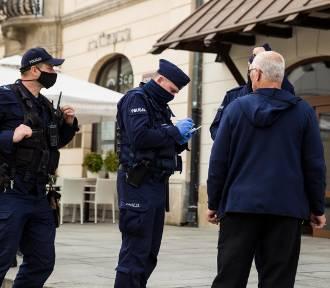 Sondaż: Większość Polaków popiera kary za brak maseczek