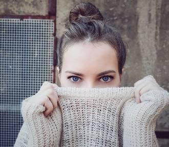 Jesienne stylizacje – znajdź idealny sweter dla siebie