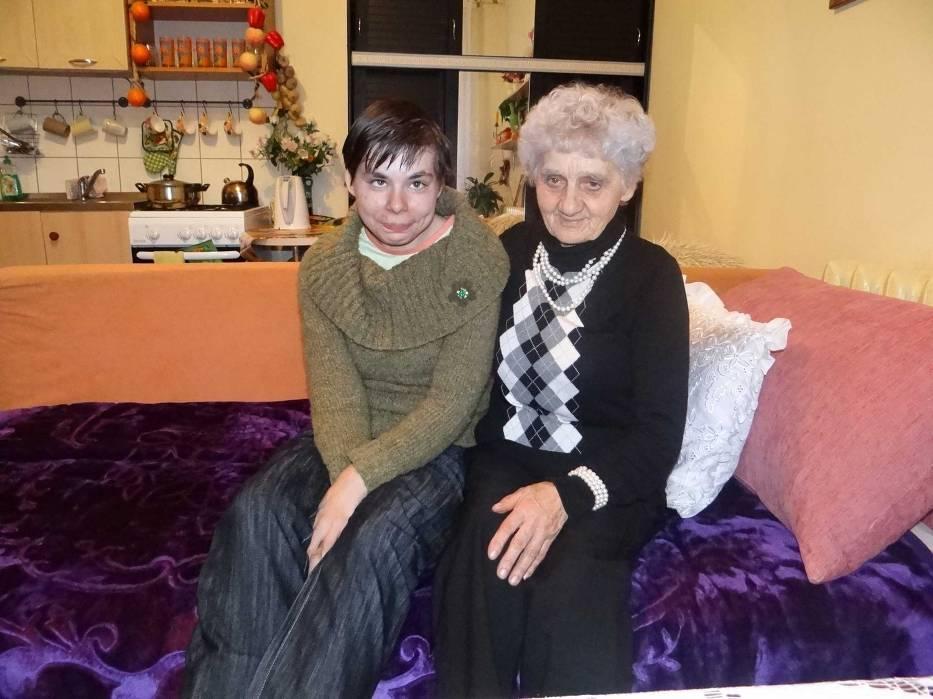 Od kilku tygodni niepełnosprawną Gosią z Wielunia opiekuje się Bronisława Kacała, która nie pierwszy raz zaangażowała się w pomoc osobom pokrzywdzonym przez los