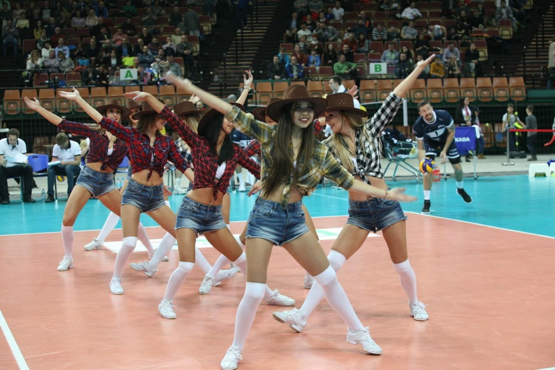 Cheerleaders Ergo Śląsk na meczu PlusLigi