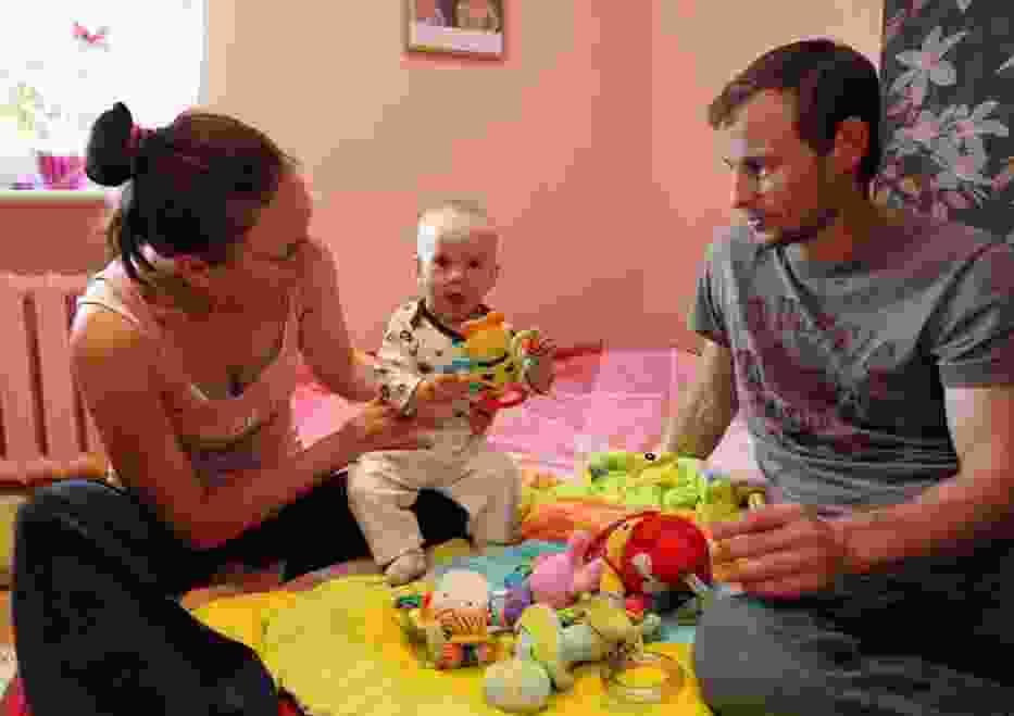 – Do trzeciego miesiąca życia Klementynki nic nie wskazywało na taką tragedię – mówią Aneta Cieruch i Sebastian Kowalski, rodzice dziewczynki. – Jednego dnia całe nasze życie się zmieniło, bo nasza córka jest śmiertelnie chora.