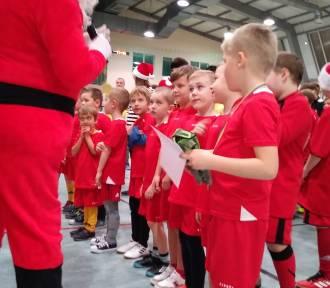 Mikołajkowy Turniej Piłki Nożnej dla dzieci i rodziców w Helu. Dla nich ważniejsza od zwycięstwa
