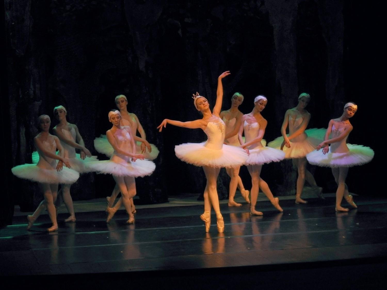 """Widowisko baletowe """"Jezioro  Łabędzie"""" w Zamku Kazimierzowskim w Przemyślu"""