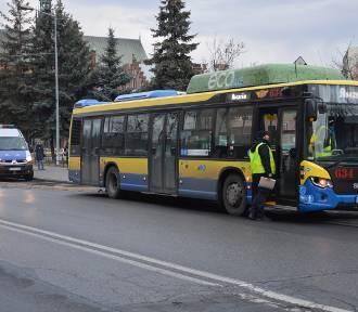 Wypadek w Tarnowie. Zderzenie autobusu MPK z samochodem osobowym [ZDJĘCIA]