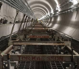 Metro na Bródno. Trwają intensywne prace przy torowisku