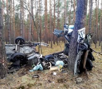 Honda, którą kierował 20-latek rozpadła się na części