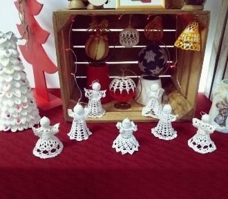 Człuchów.  Mieszkańcy pochwalili się swoim talentem - wystawa bożonarodzeniowa w bibliotece