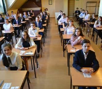 Egzamin gimnazjalny 2018 w Rybniku: Gimnazjaliści z Powstańców zakończyli egzaminy testem z