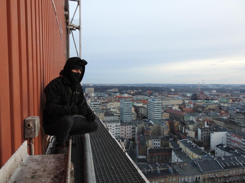 – W takie miejsca (dźwigi, kominy, maszty, budowy wysokich budynków – dod