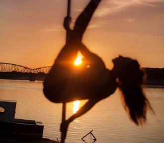 Pole Dance Summer Jam na wyspie Grodzkiej: Nowy sport cieszy się dużą popularnością
