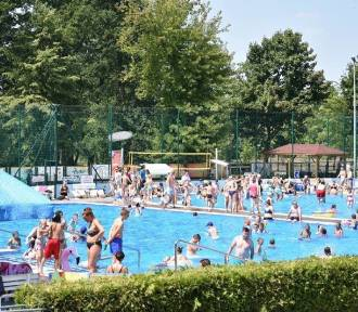 Września: Lubicie pływać? Przybywajcie na odkryty basen!