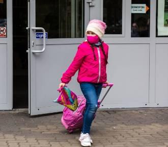 Kiedy powrót do szkół? Minister Czarnek podał możliwą datę