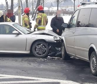 Wrocław. Zobacz zdjęcia z wypadku porsche i mercedesa przy Koronie (ZDJĘCIA)