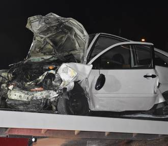 Gmina Śrem: Przy Orlenie czołowo zderzyły się dwa samochody [ZDJĘCIA]