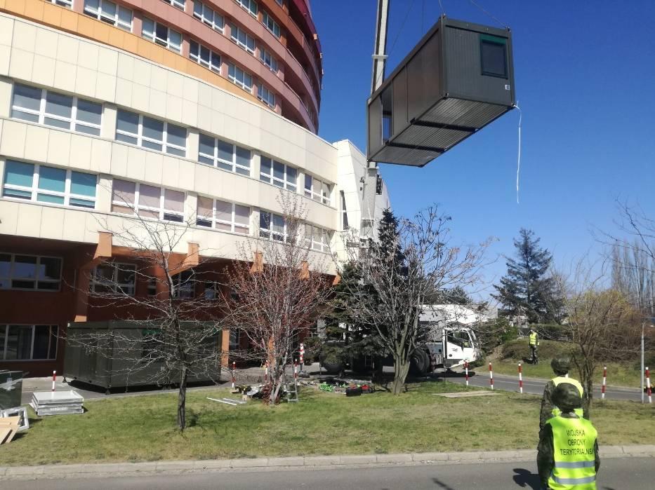 Szpital w Kaliszu. Żołnierze WOT zbudowali polową izbę przyjęć