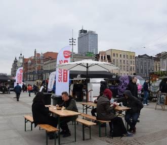 Szykuje się wielki zlot food trucków na Majówkę 2018 na rynku w Katowicach ZDJĘCIA