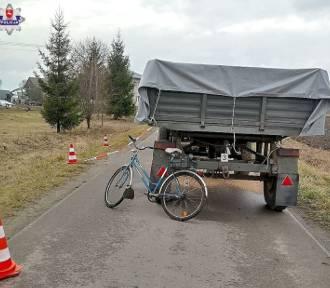 Rowerzysta wpadł pod przyczepę ciągnika. Zginął na miejscu