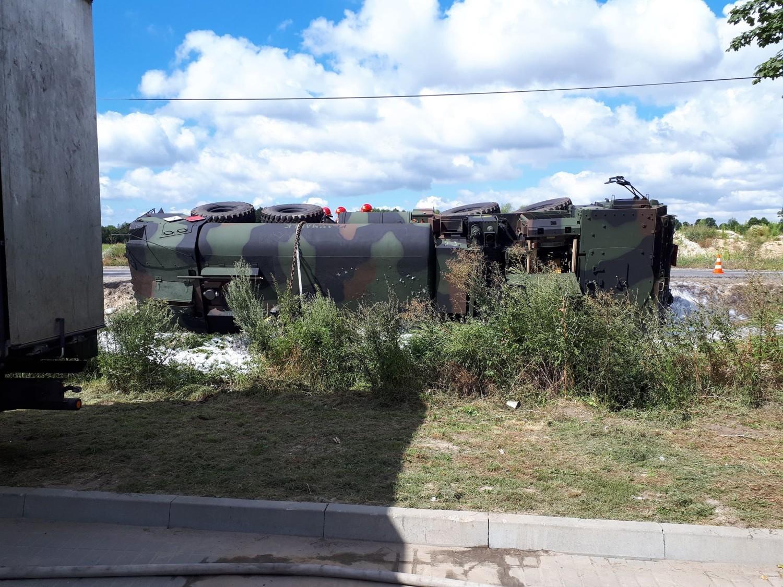 Do wypadku wojskowej cysterny z paliwem doszło w Lisim Ogonie