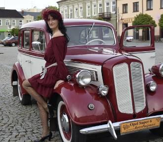 Zlot klasyków w Skierniewicach. Zabytkowe samochody w Rynku [ZDJĘCIA, FILM]