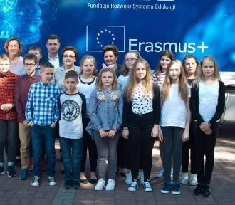 Program Erasmus+ wystartował z nowym budżetem. Kto może wziąć udział?