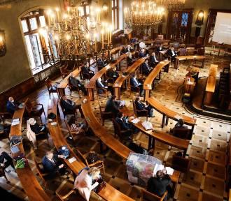 Skandal na sesji rady miasta Krakowa! Radny wulgarnie zwyzywany