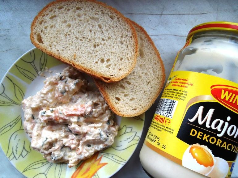 Sałatka z łososiem i majonezem