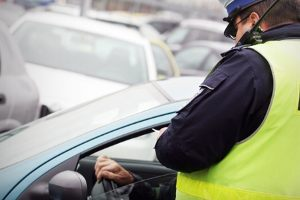 Czy można dostać mandat za palenie papierosów w samochodzie?
