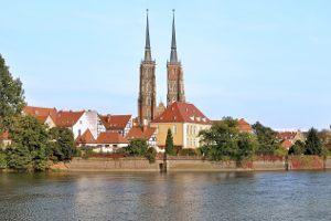 Gdzie znajduje się Panorama Racławicka, największy obraz w Polsce?